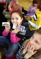 First-graders got to look at Scottish and Welsh currency up close and personally. It is apparently quite a dramatic subject, judging from their facial expressions!