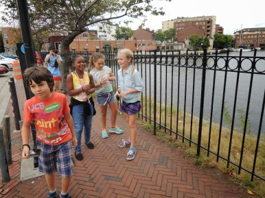 elementary-students-take-walking-tour-of-inner-harbor