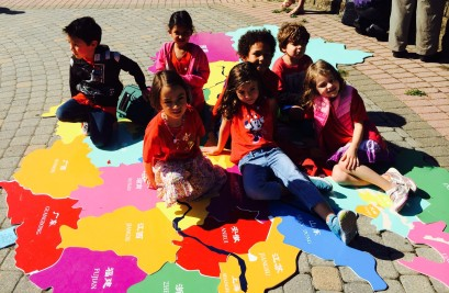 elementary-students-on-china-map