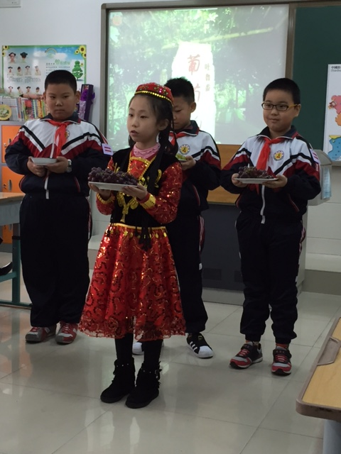 After a lovely cultural presentation on traditional Chinese dancing by various ethnic groups, these little ambassadors shared delicious local grapes.